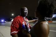 Un homme s'est fait asperger de gaz lacrymogènes... (AP, Gerry Broome) - image 2.0