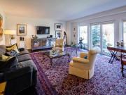 C'est un des quatre salons de l'étage. Celui-ci... (Photo fournie par Groupe Sutton Immobilia) - image 3.0