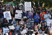 Des manifestants ont envahi le parc Marshall, samedi... (PHOTO JASON MICZEK, REUTERS) - image 4.0