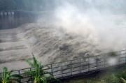 Des torrents d'eau sont vus dans le barrage... (photo SAM YEH, AFP) - image 3.0