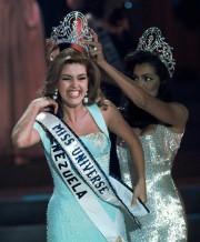 Alicia Machado lors de son couronnemnet pendant le... (ARCHIVES AP) - image 2.0