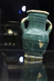 Un vase antique exposé au musée de Bassorah.... (AP) - image 2.0