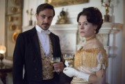 Emun Elliott et Elaine Cassidy dans Bienvenue au paradis (The Paradise)... (Photo Nick Wall, fournie par BBC) - image 1.1