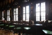 L'atmosphère du lobby de l'hôtel est sombre et... (PHOTO HUGO-SEBASTIEN AUBERT, LA PRESSE) - image 2.0