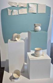 Arianne Poitras présente des pièces de porcelaine utilitaires... (Le Soleil, Patrice Laroche) - image 2.1