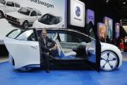 Le responsable de la marque Volkswagen, Herbert Deiss,... - image 5.0