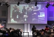 Ingénieurs et scientifiques se félicitent après la fin... (AFP, Daniel Roland) - image 2.0