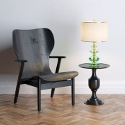 Les éléments en bois teints de couleur sombre... (123 RF) - image 1.1