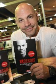 Le livre Excessif de Maxim Martin porte l'étiquette... (Photo Le Progrès-Dimanche, Rocket Lavoie) - image 11.0
