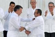 Le président Juan Manuel Santos (à gauche) et... (photo Luis ACOSTA archives AFP) - image 1.0