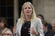 La ministre fédérale de l'Environnement, Catherine McKenna... (PHOTO Adrian Wyld, ARCHIVES La Presse Canadienne) - image 1.0