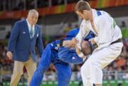 Le judoka Antoine Valois-Fortier, à droite, aux Jeux... (RYAN REMIORZ, ARCHIVES LA PRESSE CANADIENNE) - image 2.0