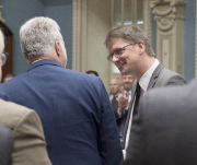 Philippe Couillard félicite Sylvain Gaudreault à l'Assemblée nationale.... - image 2.0