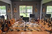 Éric Dupont collectionne aussi les guitares. La Gibson... (Le Soleil, Patrice Laroche) - image 6.0