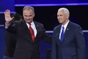 Les candidats à la vice-présidence, le démocrate Tim... (AFP, Paul J. Richards) - image 10.0