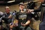 Sidney Crosby a répondu aux questions des journalistes,... (Photo Gene J. Puskar, AP) - image 3.0