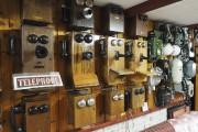 Jean-Guy Deschambault possède une impressionnante collection de téléphones... - image 2.1