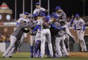 Les joueurs des Cubs de Chicago célèbrent après... (AP, Ben Margot) - image 3.0