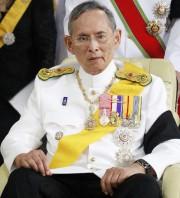 Le roi Bhumibol Adulyadej, photographié en avril 2012.... (photo Wason Wanichakorn, archives AP) - image 1.0