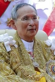 Le roi Bhumibol Adulyadej en décembre 2013... (AFP,  Thai Royal Bureau) - image 2.0