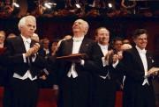 Dario Fo (second à partir de la gauche)... (AP, Ola Torkelsson) - image 4.0