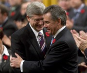 Jim Prentice (à droite) a été salué par... (Photo Adrian Wyld, Archives PC) - image 1.0