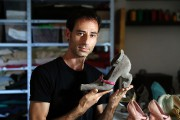 Le designer Kobi Levi... (PHOTO THOMAS COEX, AFP) - image 1.0
