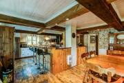 La cuisine a été modernisée, mais les poutres... (PHOTO FOURNIE PAR CENTRIS) - image 1.0