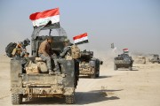 Un convoi des Forces de sécurité irakiennes avance... (photo REUTERS) - image 1.0