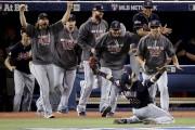 Les Indians de Cleveland accèdent à la Série... (AP, Charlie Riedel) - image 2.0