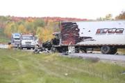 Le camionneur souffre de graves blessures. Il aurait... (Janick Marois) - image 1.0