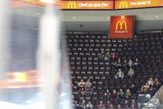 deja une petite fouleSenateurs OttawaCoyotes Phoenix1ere periodePATRICK WOODBURY,... (Patrick Woodbury, LeDroit) - image 2.0