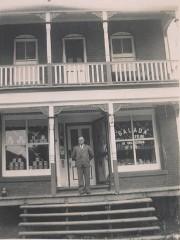 Le magasin général de Joseph Lalonde vers 1946.... (Courtoisie) - image 2.1