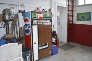 La «machine à liqueur» témoigne d'une autre époque.... (Photo Le Quotidien, Louis Potvin) - image 1.1