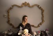 Dans son minuscule atelier aménagé dans son appartement... (Photo Ivanoh Demers, La Presse) - image 2.0