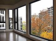 Ces grandes fenêtres donnent sur les immeubles construits... (Le Soleil, Jean-Marie Villeneuve) - image 2.0