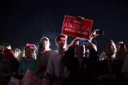 Des partisans de Donald Trump attendent le candidat... (AP) - image 7.0