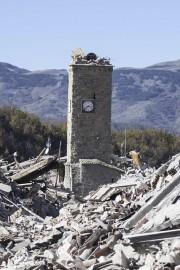 Restée debout après le séisme du 24 août... (AP) - image 2.0