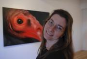 Chantal Berthiaume devant une de ses toiles.... (Archives Le Nouvelliste) - image 2.0