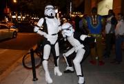 Des costumadiers soulignent l'Halloween dans Georgetown, à Washington,... (AFP,  Olivier Douliery) - image 2.0