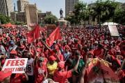 Des partisans du parti d'opposition EEF manifestent devant... (photo GIANLUIGI GUERCIA, AFP) - image 2.0