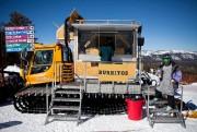 Pour ne pas rester pris dans la neige,... (Photo fournie par Roving Mammoth Burritos) - image 3.0