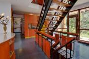 L'escalier en bois est très «aéré», et sa... (Photo fournie par le courtier) - image 2.0