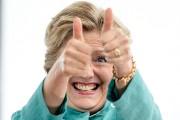 Hillary Clinton est apparue pouces levés lors d'un... (Photo Andrew Harnik, AP) - image 1.1