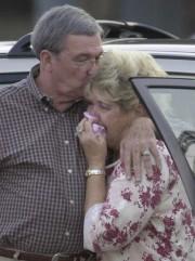 Doris Henry et Jack Henry assistent èl'audience de... (AP) - image 2.0