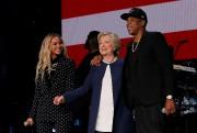 Hillary Clinton était entourée de Jay-Z et de... (PHOTO REUTERS) - image 2.0