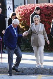 Hillary et Bill Clinton viennent de voter, à... (AFP, Eduardo Munoz) - image 4.0