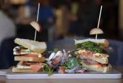 Les Méchants Moineaux sert aussi le lunch et... (Le Soleil, Yan Doublet) - image 2.0