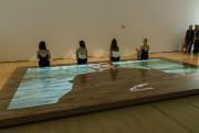 Dans une vidéo projetée sur une surface en... (Photo Guy L'Heureux, fournie par laBiennale de Montréal) - image 2.0