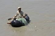 La pêche au générateur ou aux produits chimiques... (AFP) - image 2.0